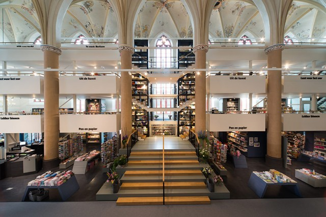 Church-Transformed-into-Bookstore-18-640x427