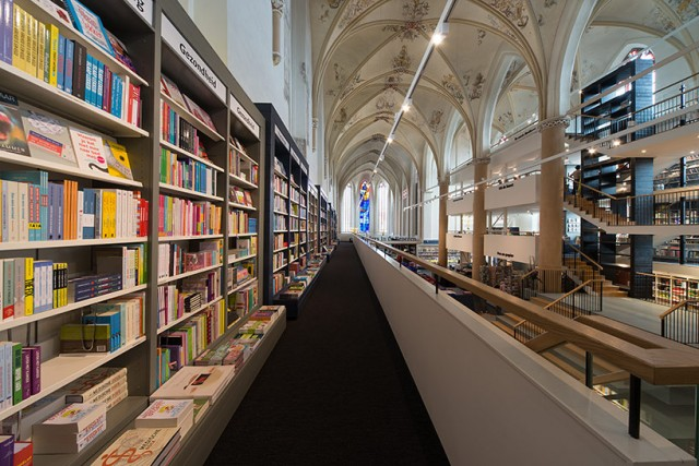 Church-Transformed-into-Bookstore-3-640x427