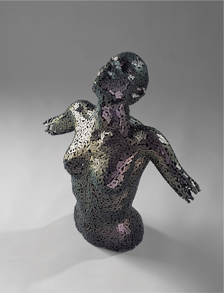 Young Deok Seo sculpture chaines